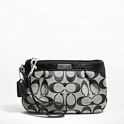 SIGNATURE PLEATED MEDIUM WRISTLET