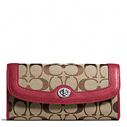 COACH PARK SIGNATURE TURNLOCK SLIM ENVELOPE - SILVER/KHAKI/BLACK CHERRY - F49165