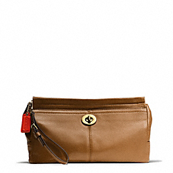 COACH PARK LEATHER LARGE CLUTCH - BRASS/BRITISH TAN - F49481