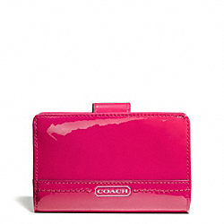 COACH PARK PATENT MEDIUM WALLET - SILVER/RASPBERRY - F49564