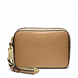 COACH SAFFIANO LEATHER FLIGHT WRISTLET - BRASS/TOFFEE - F49790