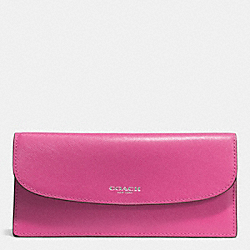 DARCY LEATHER SOFT WALLET - f50428 - SILVER/FUCHSIA