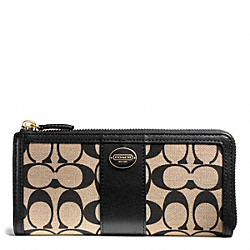 COACH SLIM ZIP WALLET IN PRINTED SIGNATURE - BRASS/KHAKI BLACK/BLACK - F50493