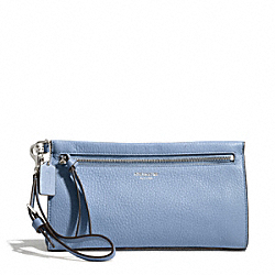 COACH BLEECKER PEBBLED LEATHER LARGE WRISTLET - SILVER/WASHED OXFORD - F50959