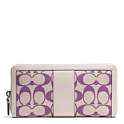 PRINTED SIGNATURE ACCORDION ZIP WALLET - f51059 - SILVER/LT KHA MULBERRY/ECRU