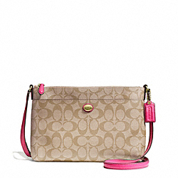 PEYTON EAST/WEST SWINGPACK IN SIGNATURE FABRIC - f51065 - BRASS/LIGHT KHAKI/POMEGRANATE
