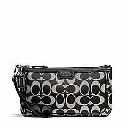 COACH CAMPBELL SIGNATURE LARGE WRISTLET - SILVER/BLACK/WHITE/BLACK - F51111