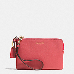 COACH SMALL WRISTLET IN SAFFIANO LEATHER - LIGHT GOLD/LOGANBERRY - F51197