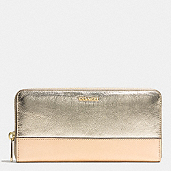 COACH COLORBLOCK MIXED LEATHER ACCORDION ZIP WALLET - LIGHT GOLD/PLATINUM MULTI - F51478