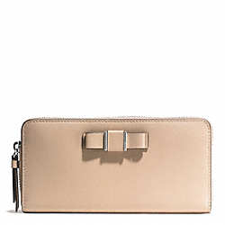 DARCY BOW ACCORDION ZIP WALLET - f51668 - SILVER/SAND