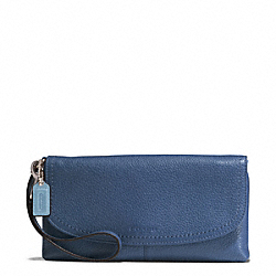 PARK LEATHER LARGE FLAP WRISTLET - f51821 - SILVER/DENIM