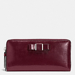 COACH DARCY PATENT BOW ACCORDION ZIP WALLET - SILVER/SHERRY - F52172