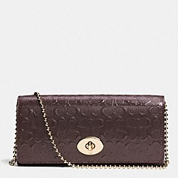 COACH SLIM ENVELOPE ON CHAIN IN LOGO EMBOSSED PATENT LEATHER - LIGHT GOLD/OXBLOOD - F52335