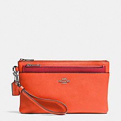 LARGE WRISTLET WITH POP-UP POUCH IN EMBOSSED TEXTURED LEATHER - SILVER/CORAL - COACH F52468