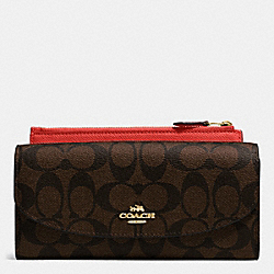 COACH POP SLIM ENVELOPE WALLET IN SIGNATURE - IMITATION GOLD/BROWN/CARMINE - F52601