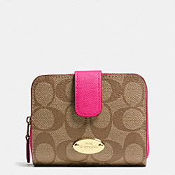 COACH MEDIUM ZIP AROUND WALLET IN SIGNATURE CANVAS - LIGHT GOLD/KHAKI/PINK RUBY - F52675