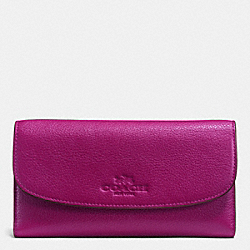COACH CHECKBOOK WALLET IN PEBBLE LEATHER - IMITATION GOLD/FUCHSIA - F52715