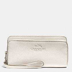 COACH DOUBLE ACCORDION ZIP WALLET IN PEBBLE LEATHER - LIGHT GOLD/CHALK - F52718