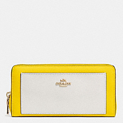 COACH ACCORDION ZIP WALLET IN BICOLOR CROSSGRAIN LEATHER - LIGHT GOLD/YELLOW/CHALK - F52756
