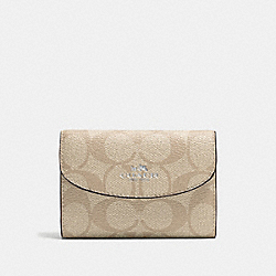 KEY CASE IN SIGNATURE CANVAS - SILVER/LIGHT KHAKI/CANARY - COACH F52852