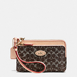 COACH DOUBLE CORNER ZIP WRISTLET IN EMBOSSED SIGNATURE CANVAS - LIGHT GOLD/SADDLE/APRICOT - F53010