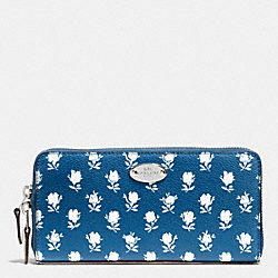 COACH BADLANDS FLORAL ACCORDION ZIP WALLET IN FLORAL PEBBLE EMBOSSED CANVAS - SILVER/BLUE MULTICOLOR - F53026