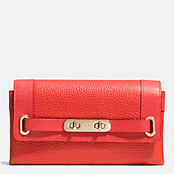 COACH COACH SWAGGER WALLET IN PEBBLE LEATHER - LIGHT GOLD/WATERMELON - F53028