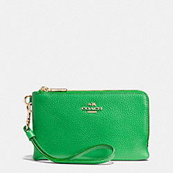 COACH DOUBLE CORNER ZIP WRISTLET IN PEBBLE LEATHER - LIGRN - F53090