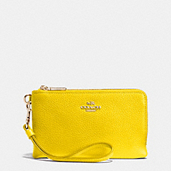 COACH DOUBLE CORNER ZIP WRISTLET IN PEBBLE LEATHER - LIYLW - F53090
