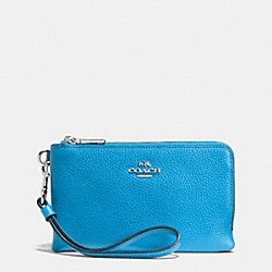 COACH DOUBLE CORNER ZIP WRISTLET IN PEBBLE LEATHER - SILVER/AZURE - F53090