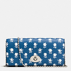 COACH SLIM CHAIN ENVELOPE WALLET IN BADLAND FLORAL PEBBLE LEATHER - SILVER/BLUE MULTICOLOR - F53151