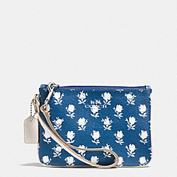 COACH BADLANDS FLORAL SMALL WRISTLET IN PEBBLE EMBOSSED CANVAS - SILVER/BLUE MULTICOLOR - F53152