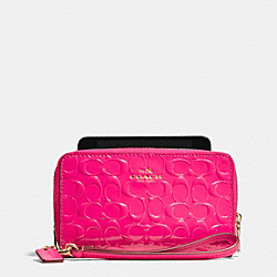 COACH DOUBLE ZIP PHONE WALLET IN SIGNATURE DEBOSSED PATENT LEATHER - LIGHT GOLD/PINK RUBY - F53310