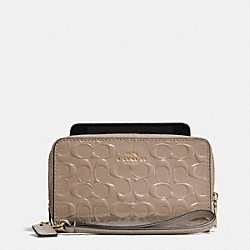 COACH DOUBLE ZIP PHONE WALLET IN SIGNATURE DEBOSSED PATENT LEATHER - LIGHT GOLD/STONE - F53310