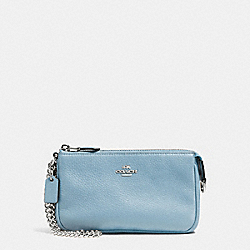 COACH LARGE WRISTLET 19 IN PEBBLE LEATHER - SILVER/CORNFLOWER - F53340