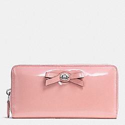 COACH TURNLOCK BOW ACCORDION ZIP WALLET IN PEBBLE LEATHER - SILVER/BLUSH - F53415