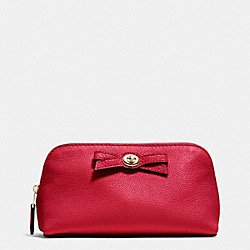 COACH TURNLOCK BOW COSMETIC CASE 17 IN PEBBLE LEATHER - IMITATION GOLD/CLASSIC RED - F53423