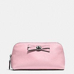 TURNLOCK BOW COSMETIC CASE 17 IN PEBBLE LEATHER - SILVER/PETAL - COACH F53423