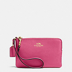 COACH CORNER ZIP WRISTLET IN CROSSGRAIN LEATHER - IMITATION GOLD/DAHLIA - F53429