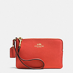 COACH CORNER ZIP WRISTLET IN CROSSGRAIN LEATHER - IMITATION GOLD/CARMINE - F53429