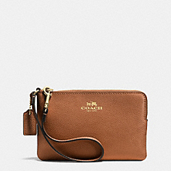 COACH CORNER ZIP WRISTLET IN CROSSGRAIN LEATHER - LIGHT GOLD/SADDLE - F53429