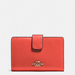 COACH MEDIUM CORNER ZIP WALLET IN CROSSGRAIN LEATHER - IMITATION GOLD/CARMINE - F53436