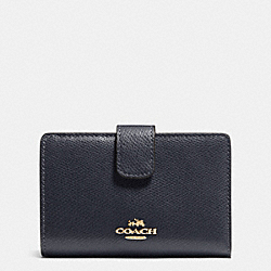 COACH MEDIUM CORNER ZIP WALLET IN CROSSGRAIN LEATHER - IMITATION GOLD/MIDNIGHT - F53436