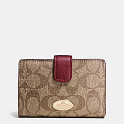 COACH MEDIUM CORNER ZIP WALLET IN SIGNATURE - IMITATION GOLD/KHAKI/SHERRY - F53562