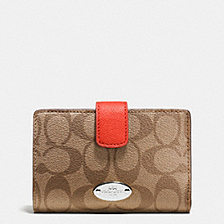 COACH MEDIUM CORNER ZIP WALLET IN SIGNATURE - SILVER/KHAKI/ORANGE - F53562