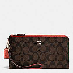 COACH DOUBLE ZIP WALLET IN SIGNATURE - IMITATION GOLD/BROWN/CARMINE - F53563