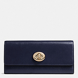 COACH TURNLOCK SLIM ENVELOPE WALLET IN SMOOTH LEATHER - LIGHT GOLD/NAVY - F53663