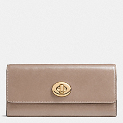COACH TURNLOCK SLIM ENVELOPE WALLET IN SMOOTH LEATHER - LIGHT GOLD/STONE - F53663