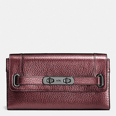 COACH COACH SWAGGER WALLET IN METALLIC PEBBLE LEATHER - BLACK ANTIQUE NICKEL/METALLIC CHERRY - f53682