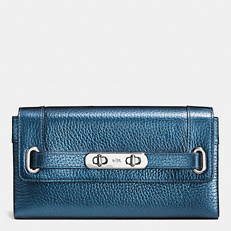 COACH COACH SWAGGER WALLET IN METALLIC PEBBLE LEATHER - SILVER/METALLIC BLUE - f53682